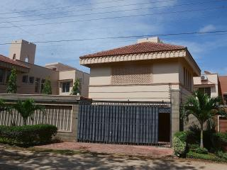 Bright 5 bedroom Villa in Bamburi - Bamburi vacation rentals