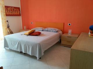 Bright 2 bedroom Torre Canne di Fasano Condo with A/C - Torre Canne di Fasano vacation rentals