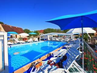 Gite Montfort avec piscine chauffée toute l'année - Orliaguet vacation rentals