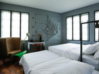 Stylish room for 3 near The Grand Palace - Bangkok vacation rentals