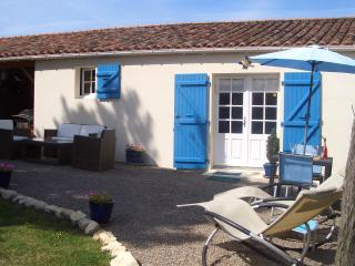 Perfect Gite with Internet Access and Television - Curzon vacation rentals