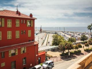 Promenade des Anglais 1 Bedroom Nice Apartment Near the Sea - Nice vacation rentals