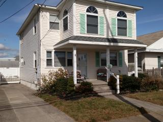 Beachy 3 Br Entire 2nd Flr of Duplex, Central Air - Wildwood Crest vacation rentals