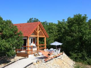 Chalet Le Pech avec piscine chauffée toute l'année - Orliaguet vacation rentals