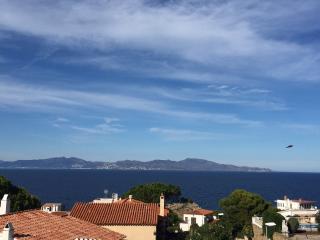 MONTGO, Vue mer splendide, Piscine, plage a pied - L'Escala vacation rentals