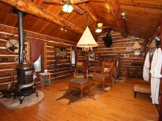 5H Ranch -Country Property with Pool in Comfort Tx - Comfort vacation rentals