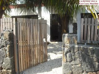 LA PETITE VILLA, East Coast, Mauritius - Trou d'eau Douce vacation rentals