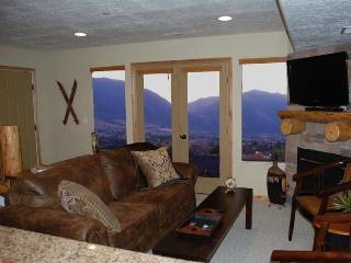 Cozy Condo with Hot Tub and Fireplace - Eden vacation rentals