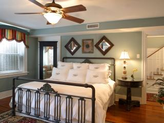 Luxury Living Savannah - Wedding Cake Garden Suite - Savannah vacation rentals