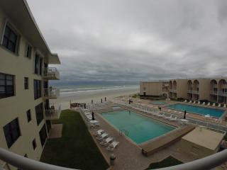 Direct Oceanview Large Balcony 2/2  NO drive beach - New Smyrna Beach vacation rentals