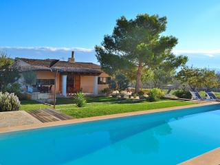 094 Santa Margalid, garden, pool, BBQ, quiet - Santa Margalida vacation rentals