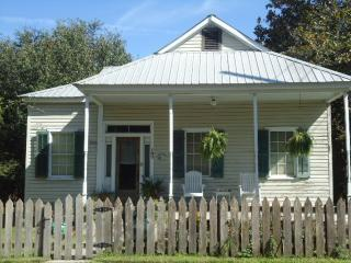 Stunning Private Rental near the Riverfront 1BR - Madisonville vacation rentals