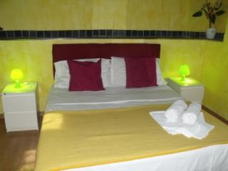 casa vacanza in pieno storico Suite - Palermo vacation rentals