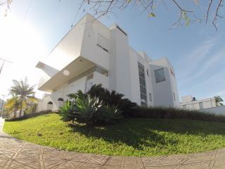 Florianópolis, GREAT HOUSE with 4 bedrooms for 12 - Santo Antonio de Lisboa vacation rentals