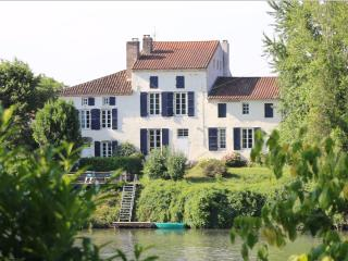 Les Séchoirs magnificent river-bank cottages ! - Clairac vacation rentals