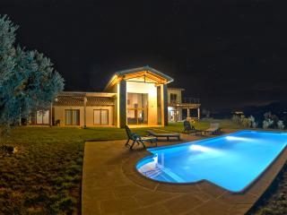 Large Villa in Rural Spain with Swimming Pool - Cretas vacation rentals