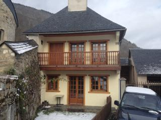 Nice Cottage with Internet Access and Outdoor Dining Area - Vielle-Louron vacation rentals