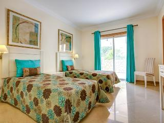 Jerry White Villa, Quinta do Lago, Algarve - Quinta do Lago vacation rentals