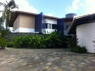 Nice House with A/C and Parking Space - Lauro de Freitas vacation rentals