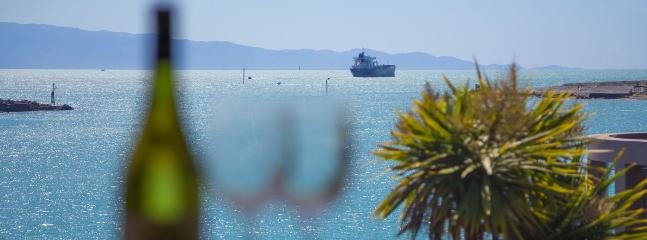 Waterfront Stay I Holiday Home - Nelson Waterfront with Views & Great Value! - Moana vacation rentals