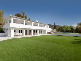 ESPitality High Tech Puerto Banus + Italian chef - Marbella vacation rentals