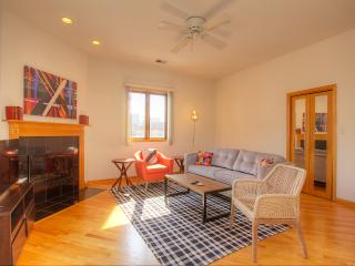 2BR Lakeview Penthouse with Deck - Chicago vacation rentals