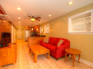 Comfy 2BR in Lovely Irving Park - Chicago vacation rentals