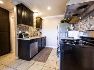 Luxury Modern Townhouse 1/2 Mile To Disneyland - Garden Grove vacation rentals