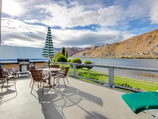 Comfy waterfront home w/ Columbia River views, private hot tub & shared pool! - Orondo vacation rentals