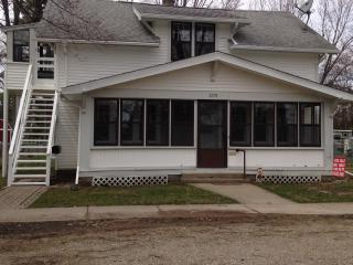Great Fishing, Walking Distance to the Boardwalk and River - Algonac vacation rentals
