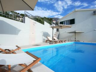 Villa Vedran for relaxing holidays - Podgora vacation rentals