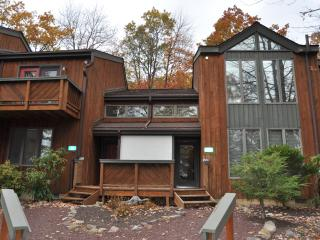 3BR/2BA Townhome In Big Boulder Complex, Fireplace - Lake Harmony vacation rentals