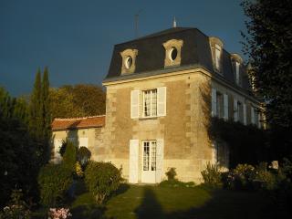 Chambres d'hôtes et d'art ponctuées de sculptures - Chalais (Vienne) vacation rentals
