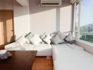 Comfortable Condo with Internet Access and Garden - Hong Kong vacation rentals