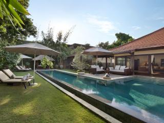 %%OFFERS!!! LUXURY!!! Massive 4 BEDROOM VILLA, HUGE POOL, central Seminyak! - Seminyak vacation rentals