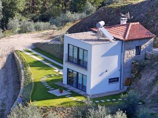 Casa Beija-Flor - Becos Agro-Turismo - Marco de Canavezes vacation rentals