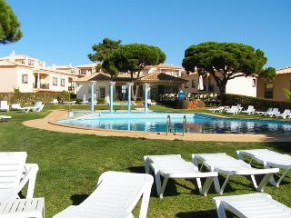 QPB2E flat close to beach, pool, night life, super - Albufeira vacation rentals