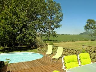 Beautiful holiday villa set in sunflower fields - Saint-Jean-de-Duras vacation rentals