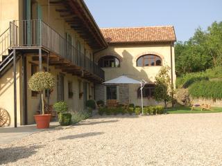 Family Friendly Italian Country farmhouse & Pool - Bergolo vacation rentals