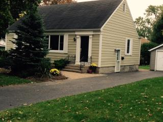 2 bedroom House with Internet Access in Welland - Welland vacation rentals