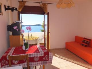 Apartment 5 - Apartmani Justić - Supetarska Draga vacation rentals