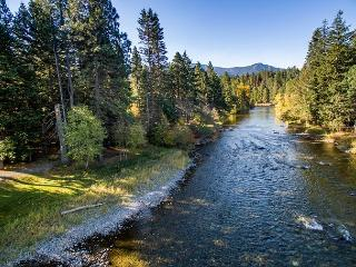 2-for-3 SPRING*One-of -a -Kind Secluded Riverfront Home Near Suncadia - Cle Elum vacation rentals