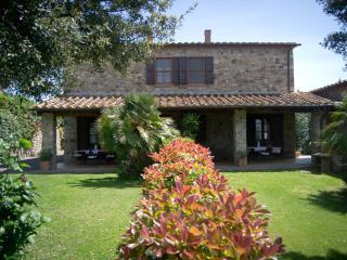 Cozy 3 bedroom Campagnatico Farmhouse Barn with Shared Outdoor Pool - Campagnatico vacation rentals