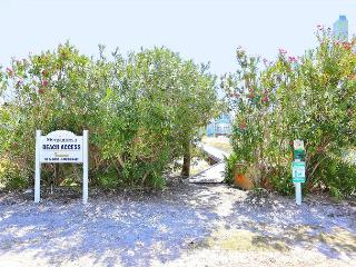 """Walk the Beach at a 4BR Tropical House in Gulf Shores, """"License to Chill"""" - Gasque vacation rentals"""