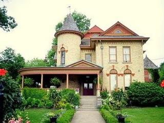 Park Place STUDIO APT.Vacation Rental - Niagara Falls vacation rentals