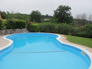 Villa 3 camere portico BBQ piscina, giardino bike - Pieve di Manerba vacation rentals