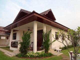 Cozy home on the hill with wifi, garden and pool - Hua Hin vacation rentals