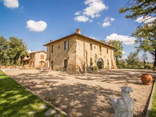 Canto alla Moraia Art & Bio Wine Resort - Castiglion Fibocchi vacation rentals