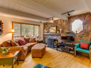 Creekside spot near golfing, skiing, & Donner Lake! Hot tub! - Truckee vacation rentals
