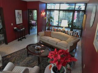 Dickinson Guest House, Expo Area - Guadalajara vacation rentals